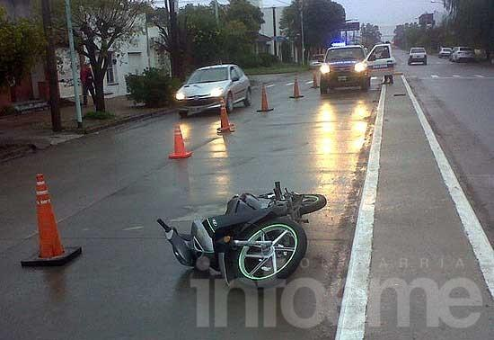 Un hombre resultó herido al caer de su moto