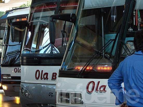 Conflicto en Ola Bus: choferes reclaman por una deuda