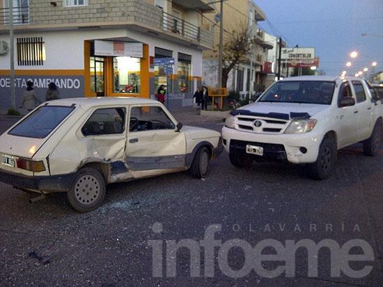 Tres heridos en un choque entre camioneta y auto