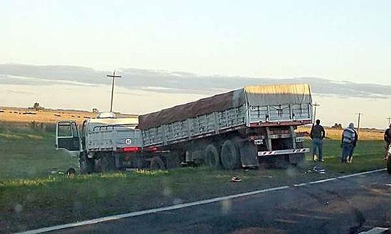 Dos camioneros olavarrienses participaron de un choque en cadena en Azul