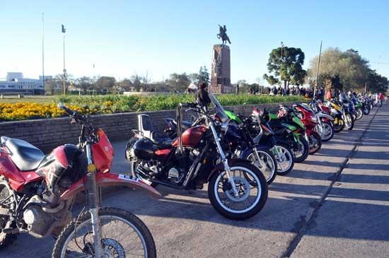 Motoqueros se manifestaron contra la ley provincial