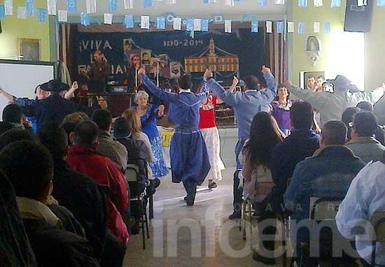 Celebración del 25 de Mayo en escuelas cárcel