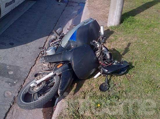 Herido leve en accidente entre moto y auto