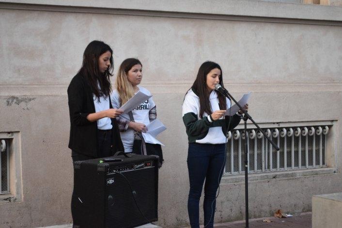 Un centenar de estudiantes se manifestaron en contra del transporte público