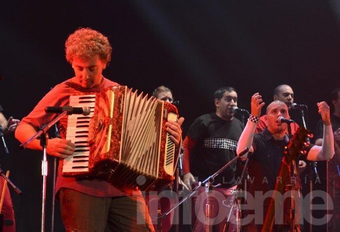 Con Ignacio Montoya Carlotto como invitado, Agarrate Catalina y Tabaré Cardozo brillaron en el Teatro