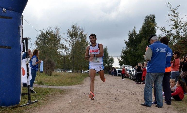 Landaburu y Acuña ganaron la 8º Maratón Aniversario de Pueblo Nuevo