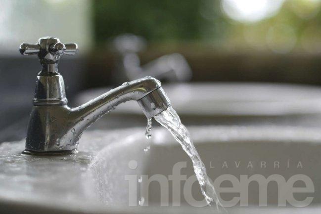 Baja presión de agua, piden abastecerse con la reserva hogareña