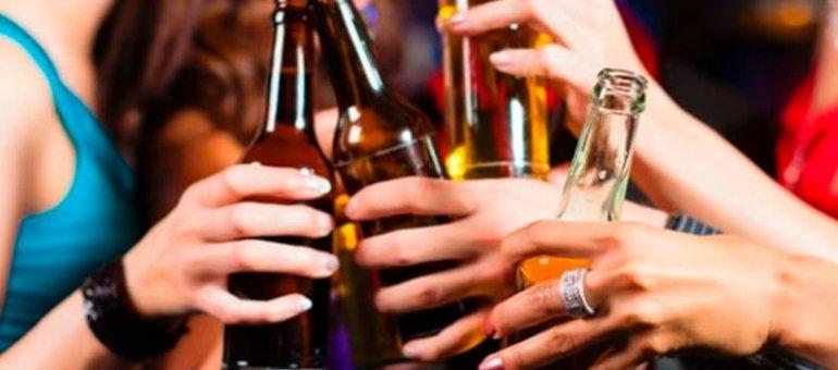 """Más del 60% de los adolescentes realizan """"previas"""" en las que toman alcohol"""