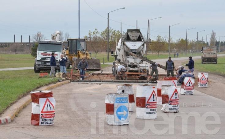 Realizan trabajos de pavimentación en Del Valle y Circunvalación