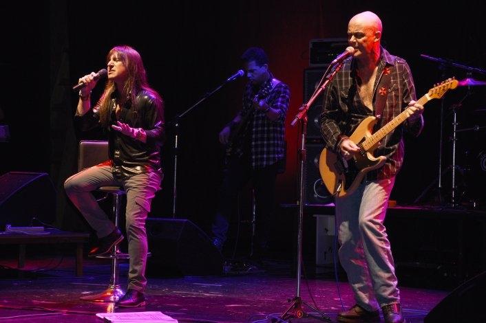 Barilari y JAF llenaron de rock al Teatro Municipal