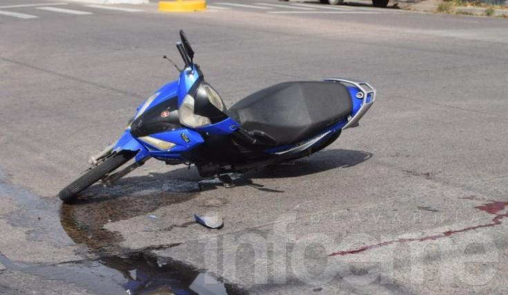 Acompañante de una moto hospitalizada tras fuerte impacto