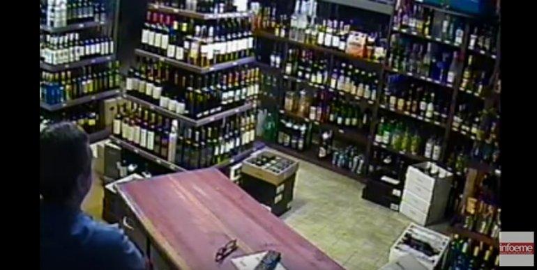 Mirá el robo filmado en una reconocida vinoteca