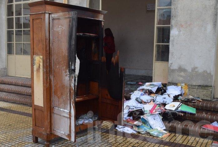 Se incendió un armario en un salón de la ex Escuela Normal