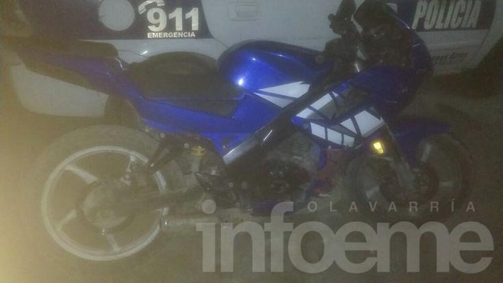 Interceptan a dos jóvenes que circulaban armados en moto