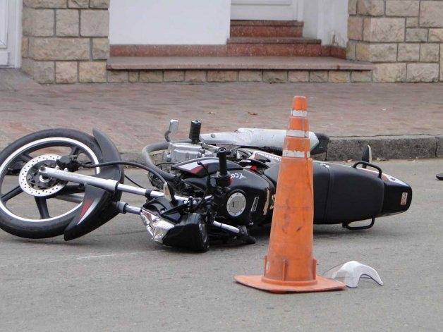 Motociclista herida en choque con una Trafic