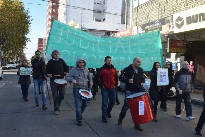 Trabajadores judiciales se manifestaron en el centro de la ciudad