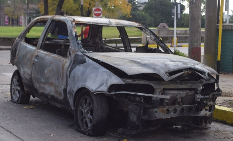 Allanamientos por el robo e incendio de un auto