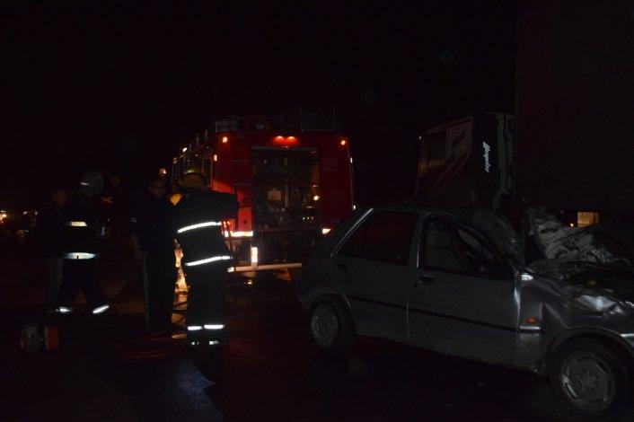 Impactante accidente en Ruta 51: un auto quedó debajo de un camión