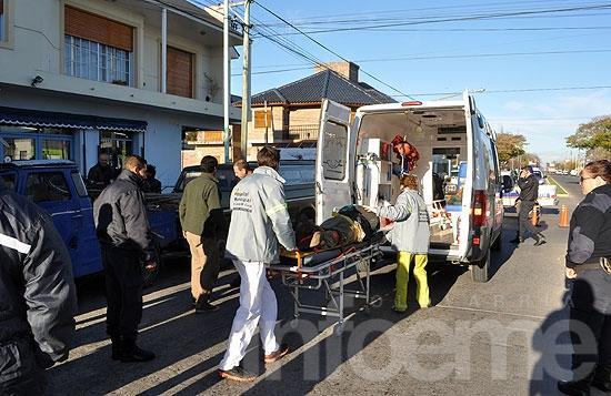 Trabajador terminó aplastado entre un jeep y camioneta