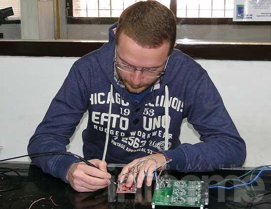 """Un estudiante desarrolla  """"control de las baterías de litio"""""""