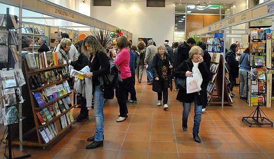 """Invitan a sumar propuestas para la 23ª muestra """"Libros en Olavarría"""""""