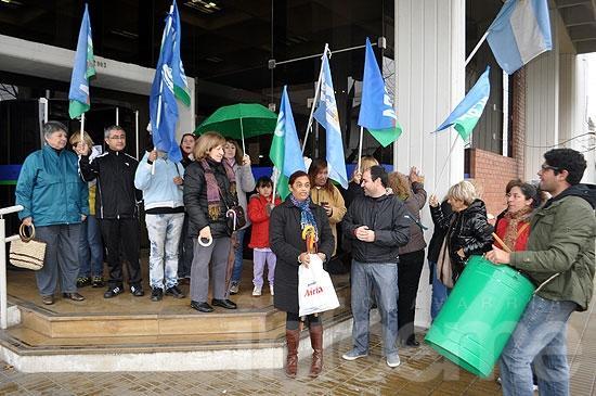 Paro y protesta de ATE frente a la sede de IOMA