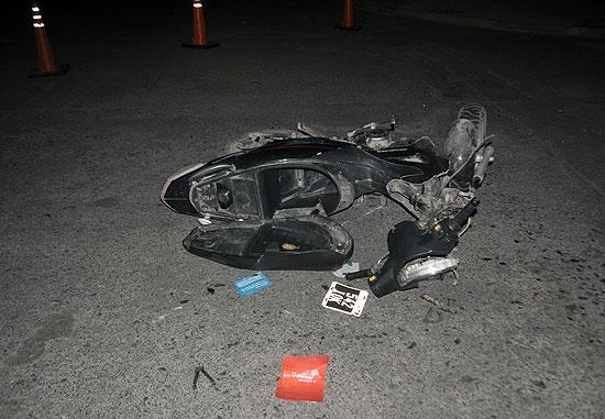 Motociclista gravemente herido al chocar contra una camioneta