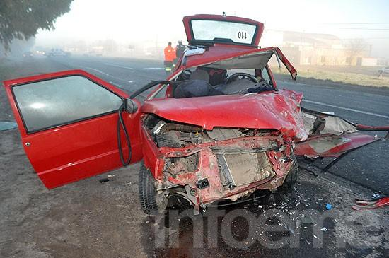 Violento choque frontal entre dos autos sobre la ruta 51