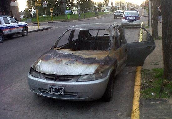 """Se incendió un auto """"sin dueño"""""""