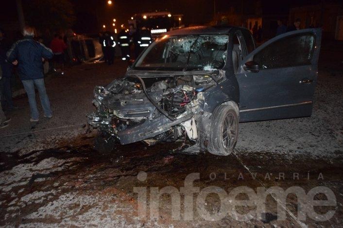 Siete heridos en violento choque entre dos autos