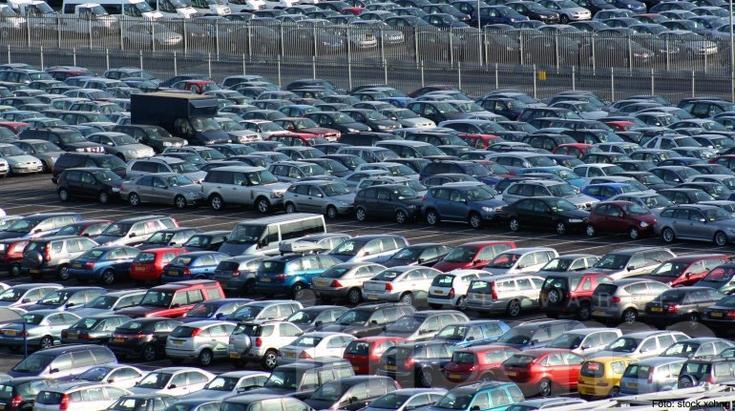 Fuerte caída del mercado automotor: se venden 400 autos menos por día