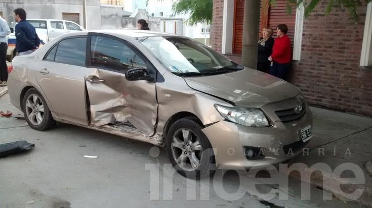Una mujer herida tras triple choque entre automóviles