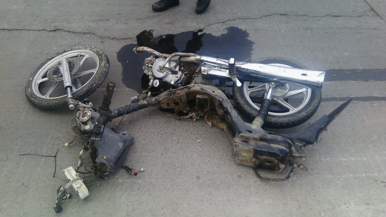 Es grave el estado de los motociclistas accidentados