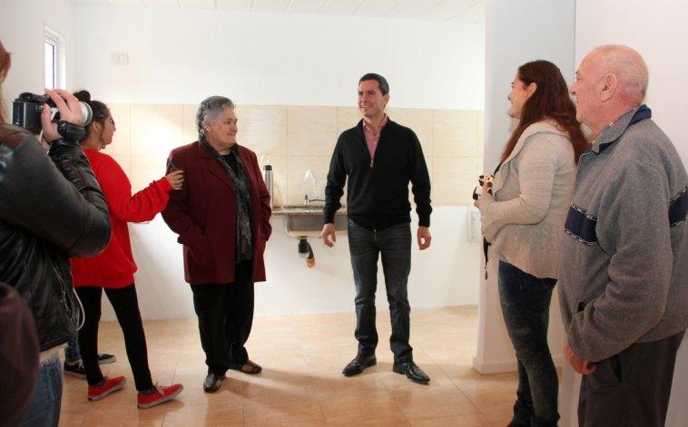 Entregaron cinco nuevas viviendas en el barrio Educadores
