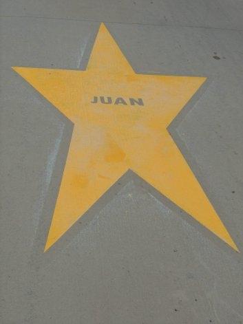 """Se re-pintó la """"Estrella Amarilla"""" en honor a Juan Suárez"""