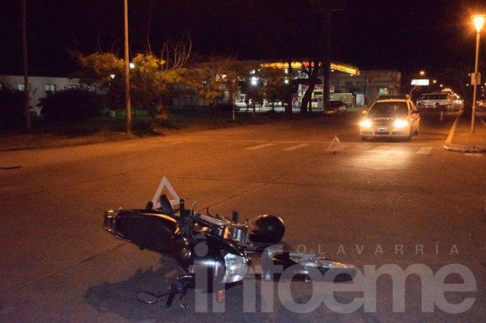 Chocaron un auto y una moto sobre Av. Del Valle