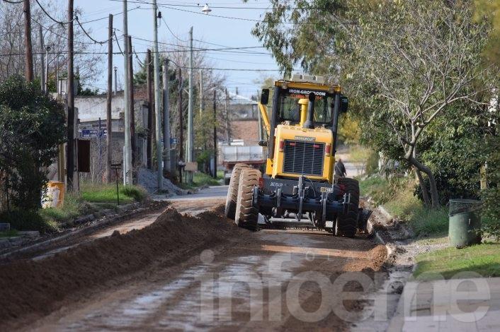 Inició la pavimentación de 18 cuadras en Hinojo