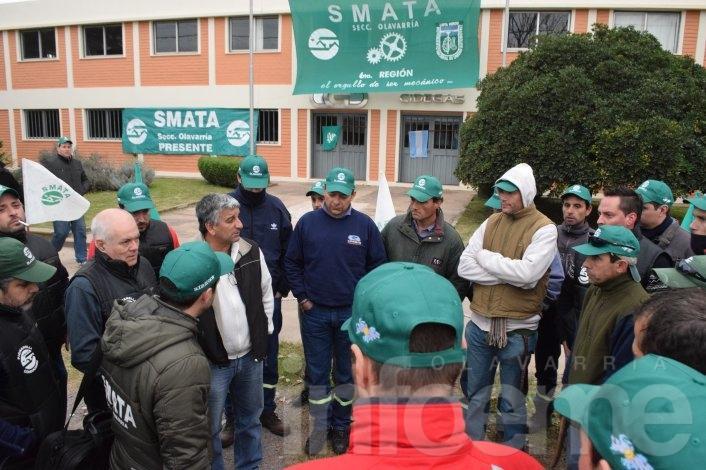 """Una empresa """"en crisis"""" y promesas de suspensiones provoca manifestación en el PIO"""