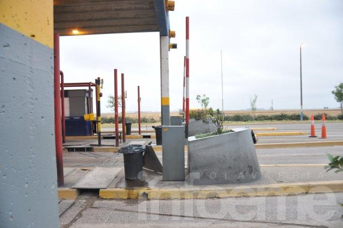 Barreras levantadas en el peaje de Hinojo por protesta gremial