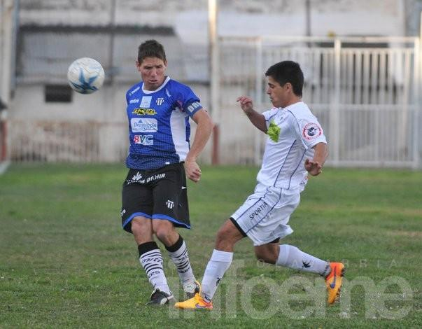 Racing tropezó en Bahía Blanca
