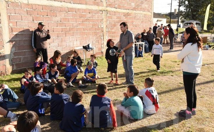Jornada de fútbol e intervención odontológica en La Barraca