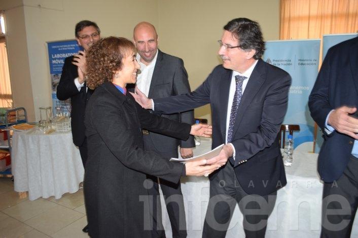 Sileoni encabezó el acto que benefició a más de 100 escuelas
