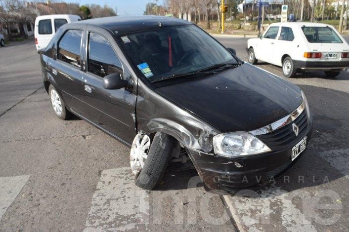 Se cruzó para doblar y chocó con otro automóvil