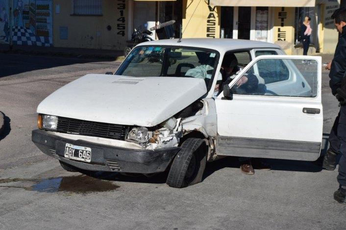 """Dobló en """"U"""" y fue embestido por otro automóvil"""