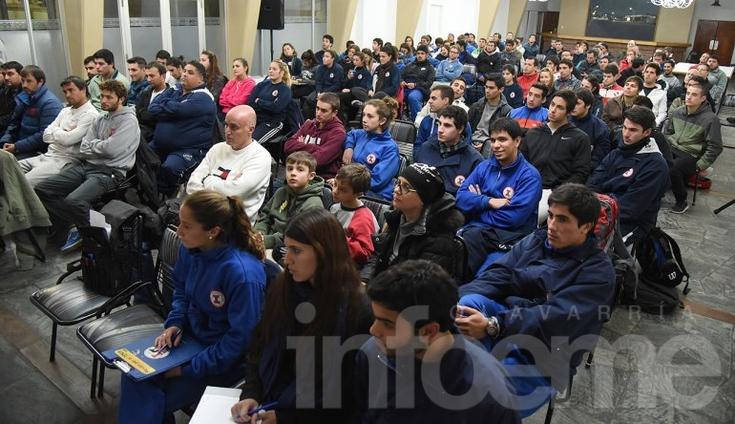 Un centenar de personas participaron de la presentación del libro de Borrelli y Anselmi