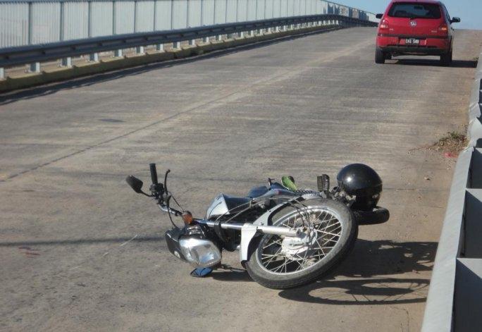 Motociclista herido en accidente en el puente de avenida Colón