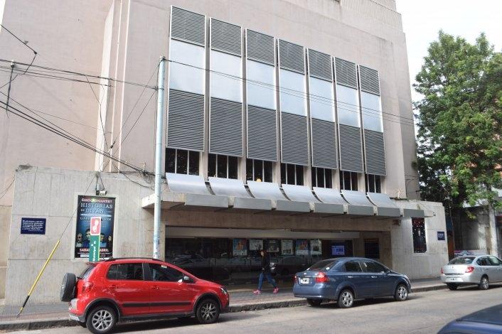 Incendio en el Teatro Municipal: trabajaron tres dotaciones de Bomberos