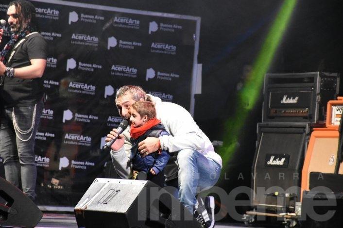 Kapanga desplegó su fiesta en el cierre de la primera jornada de AcercArte