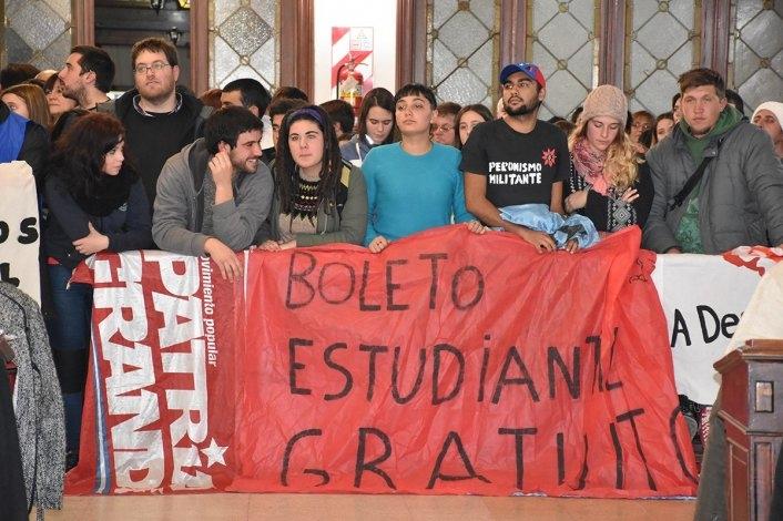 Estudiantes y organizaciones marcharon por el boleto