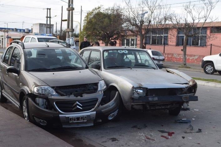 Choque múltiple entre cuatro vehículos